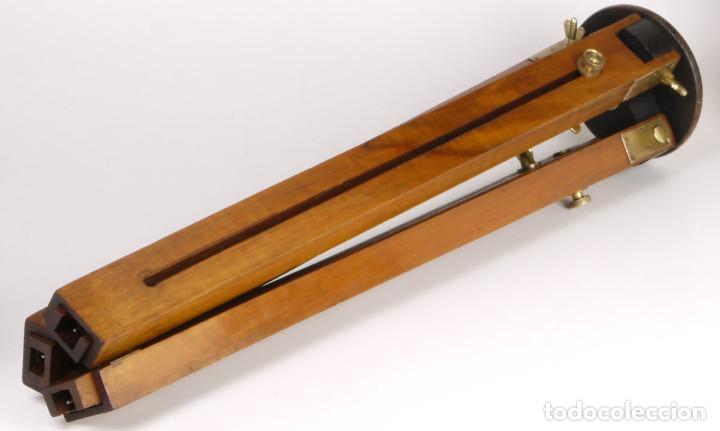 Cámara de fotos: antiguo trípode de madera - Foto 3 - 260860590