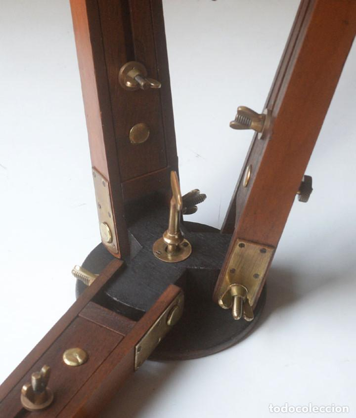 Cámara de fotos: antiguo trípode de madera - Foto 5 - 260860590
