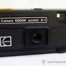 Cámara de fotos: ANTIGUA Y PEQUEÑA CÁMARA FOTOGRÁFICA KODAK POCKET A-1 MADE IN ENGLAND .. Lote 83126492