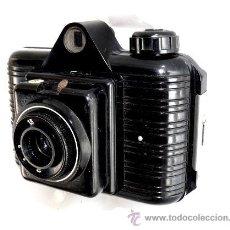 Cámara de fotos: CAMARA DE FOTOS ANTIGUA EN BAQUELITA NEGRA WINAR. Lote 32620364