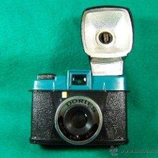 Cámara de fotos: DORIES-COMPACTA-CON FLASH EXTRAIBLE Y DESECHABLE-FOCO FIJO-USA FILM 120-MADE IN HONG KONG-CAMARA.... Lote 40872351