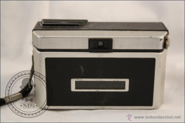 Cámara de fotos: Antigua Cámara Fotográfica Compacta - Instamatic 100. Kodak - 1963 - Fabricada en Inglaterra - Foto 4 - 42983234