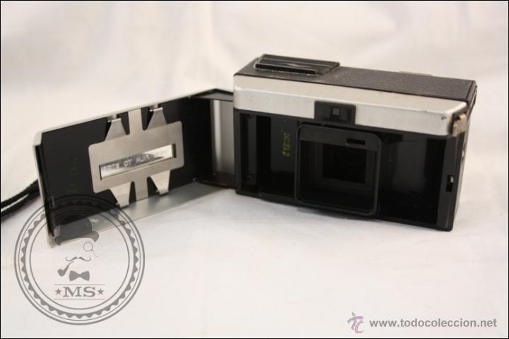 Cámara de fotos: Antigua Cámara Fotográfica Compacta - Instamatic 100. Kodak - 1963 - Fabricada en Inglaterra - Foto 5 - 42983234