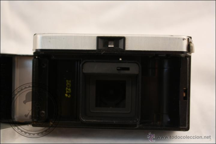 Cámara de fotos: Antigua Cámara Fotográfica Compacta - Instamatic 100. Kodak - 1963 - Fabricada en Inglaterra - Foto 6 - 42983234
