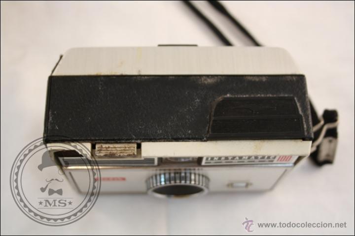 Cámara de fotos: Antigua Cámara Fotográfica Compacta - Instamatic 100. Kodak - 1963 - Fabricada en Inglaterra - Foto 7 - 42983234