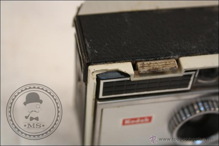 Cámara de fotos: Antigua Cámara Fotográfica Compacta - Instamatic 100. Kodak - 1963 - Fabricada en Inglaterra - Foto 8 - 42983234