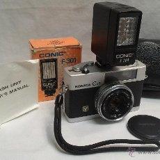 Cámara de fotos: CAMARA DE FOTOS KONICA C 35 Y FLASH CONIC F 301 . Lote 49552038