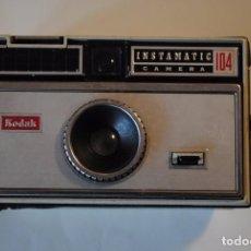 Cámara de fotos: KODAK - INSTAMATIC 104 -. Lote 68381585