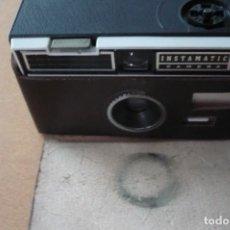 Cámara de fotos: INSTAMATIC CAMERA 104 KODAK CON SU FUNDA DE PIEL IMPECABLE. Lote 98117991
