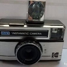 Cámara de fotos: KODAK INSTAMATIC 177 X, CON FLASH DE CUBO. 1977-1984.. Lote 105011575