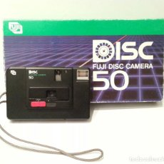 Cámara de fotos: ANTIGUA CÁMARA DE DISCO FUJI DISC CAMERA 50 MADE IN JAPAN. INCLUYE SU CAJA EXPOSITORA ORIGINAL.. Lote 107929751