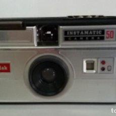 Cámara de fotos: CAMARA KODAK INSTAMATIC 50. Lote 113316203