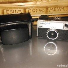 Cámara de fotos: ANTIGUA CÁMARA FOTOGRÁFICA KODAK INSTAMATIC 25. INCLUYE SU FUNDA ORIGINAL. EN EXCELENTE ESTADO TANTO. Lote 115425443