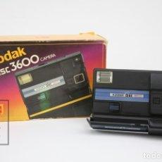 Cámara de fotos: ANTIGUA CÁMARA FOTOGRÁFICA - KODAK DISC 3600 - CON CAJA ORIGINAL - AÑO 1985 - MADE IN USA. Lote 131994095