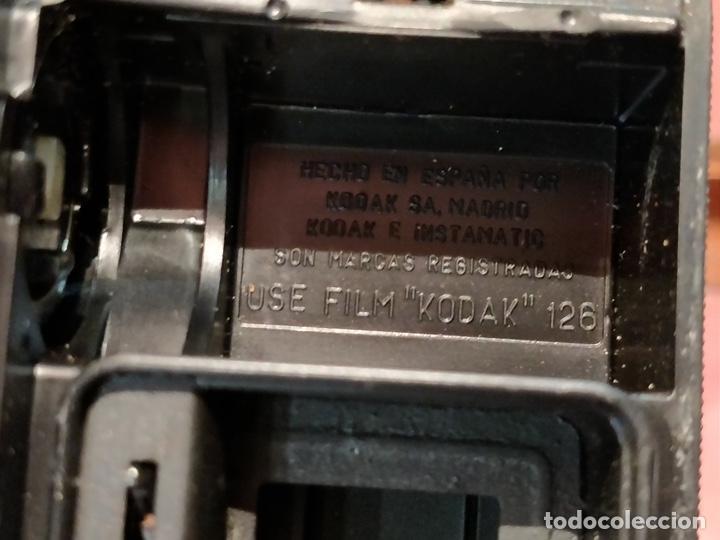 Cámara de fotos: Lote de 3 cámaras KODAK INSTAMATIC, 233, 200 POCKET y 25, fundas originales. - Foto 17 - 141297206