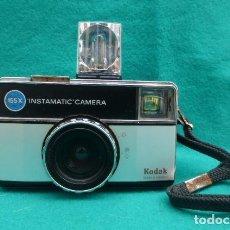 Cámara de fotos: KODAK INSTAMATIC 155 X, + X MAGICUBE..AÑOS 70...FUNCIONANDO...FORMATO 127.. Lote 142909730