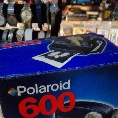 Cámara de fotos: POLAROID 600 CON CAJA. Lote 147357638