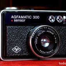 Cámara de fotos: MAGNÍFICA CÁMARA AGFAMATIC 300 SENSOR CON FUNDA ORIGINAL. Lote 182083333