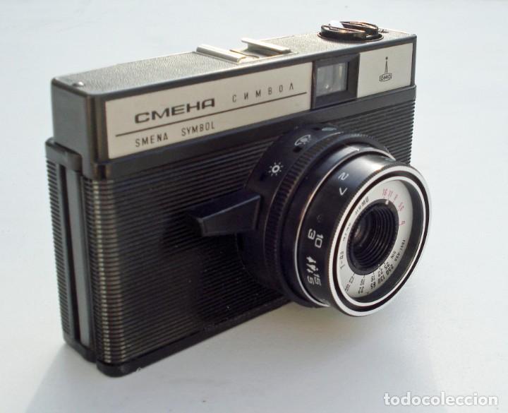 Cámara de fotos: ANTIGUA CÁMARA FOTOGRÁFICA FOTOS SMENA SIMBOL BAQUELITA CON FUNDA DE PIEL LOMO LOMOGRAFÍA RUSIA URSS - Foto 2 - 192460967