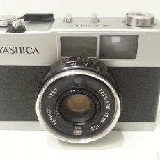 Cámara de fotos: CÁMARA YASHICA 35 ME DE 1973 DE CARRETE TRADICIONAL DE 35MM. 35ME 35-ME. Lote 198356236