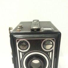 Cámara de fotos: ANTIGUA CAMARA AGFA SYNCHRO BOX, DE 1951.. Lote 198465475