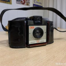 Cámara de fotos: KODAK BROWNIE 127. Lote 198968118