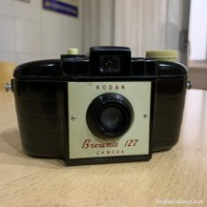 Cámara de fotos: KODAK BROWNIE 127. Lote 198983260