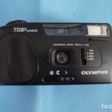 Cámara de fotos: ANTIGUA CAMARA DE FOTOS OLYMPUS TRIP JUNIOR CON FUNDA. Lote 199951406