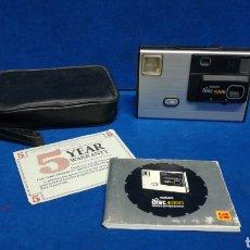 Câmaras de fotos: CAMARA FOTOGRAFÍCA KODAK DISC 4000. (CIRCA 1980). U.S.A. CON SU FUNDA E INSTRUCCIONES ORIGINALES.. Lote 215985685