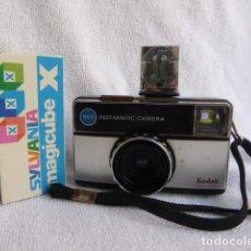 Cámara de fotos: CLASICA KODAK INSTAMATIC, MODELO 155, CON MAGICUBE EN CAJA..AÑOS 70.... Lote 247646095