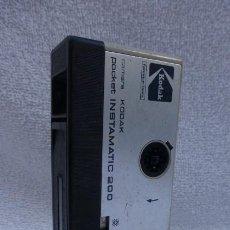 Cámara de fotos: CAMARA POCKET KODAK INSTAMATIC 200-FABRICADA EN ESPAÑA..AÑOS 80.FORMATO 110. Lote 247798160