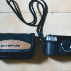 Cámara de fotos: CÁMARA DE FOTOS OLYMPUS SUPERZOOM 70 EN SU FUNDA Y CON CORREA DE SUJECIÓN. Lote 260052125