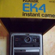 Cámara de fotos: CAMARA KODAK INSTANT EK4 EN SU CAJA ORIGINAL MADE IN USA 1976 COMO SE VE FOTOS. Lote 31000802