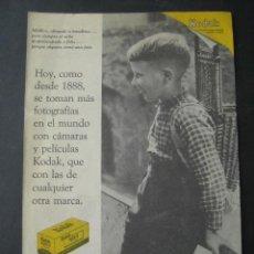 Cámara de fotos: CARRETE FOTOGRAFIA KODAK. ANTIGUA PUBLICIDAD ANUNCIO DE REVISTA DE LOS AÑOS 50. Lote 39436746