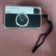 Cámara de fotos: CAMARA FOTOS KODAK INSTAMATIC 133 MADE IN GERMANY. Lote 39694573