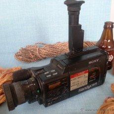 Cámara de fotos: VIEJA CÁMARA DE VIDEO. HANDYCAM. DECORACIÓN O PIEZAS: . Lote 101541507