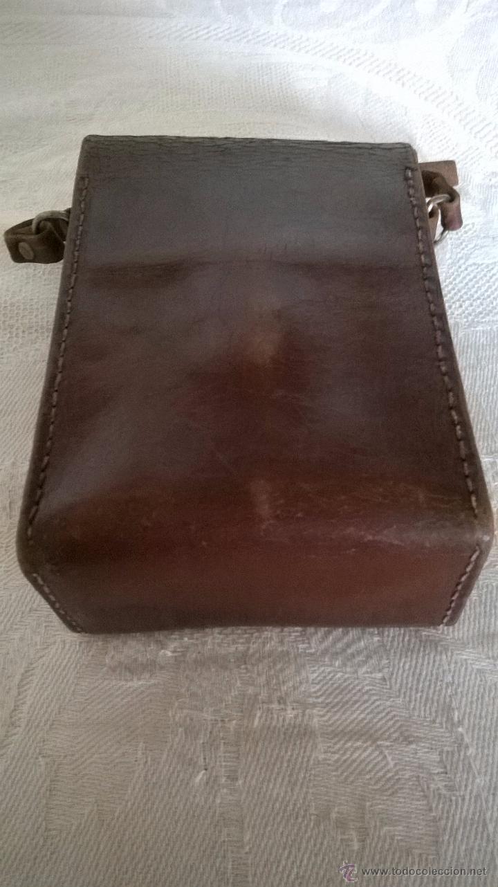 Cámara de fotos: Funda de cuero marrón de una cámara fotográfica de fuelle, antigua - Foto 3 - 53480057