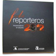 Cámara de fotos: LIBRO Y INVITACIÓN FOTOREPORTEROS ALICANTE 2012. Lote 55380014