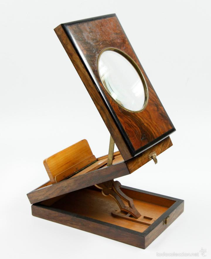 VISOR ÓPTICO GRAPHOSCOPE, EN CAOBA. 1890 APROX. MEDIDAS CERRADO:13,5X21CM. (Cámaras Fotográficas - Visores Estereoscópicos)