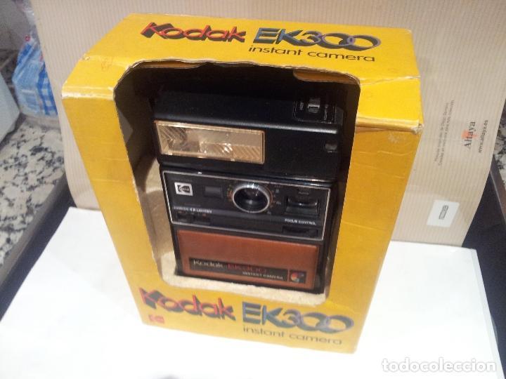 Cámara de fotos: camara de fotos kodak EK300 instant años 70 con su caja ver fotos - Foto 2 - 61429667