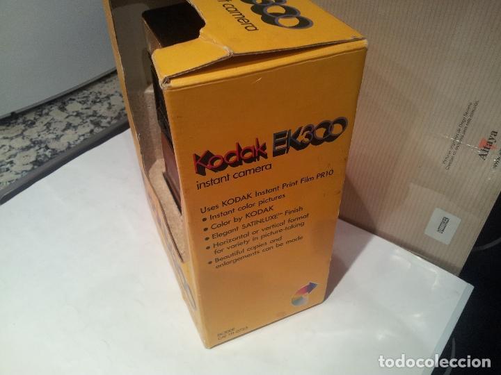 Cámara de fotos: camara de fotos kodak EK300 instant años 70 con su caja ver fotos - Foto 3 - 61429667