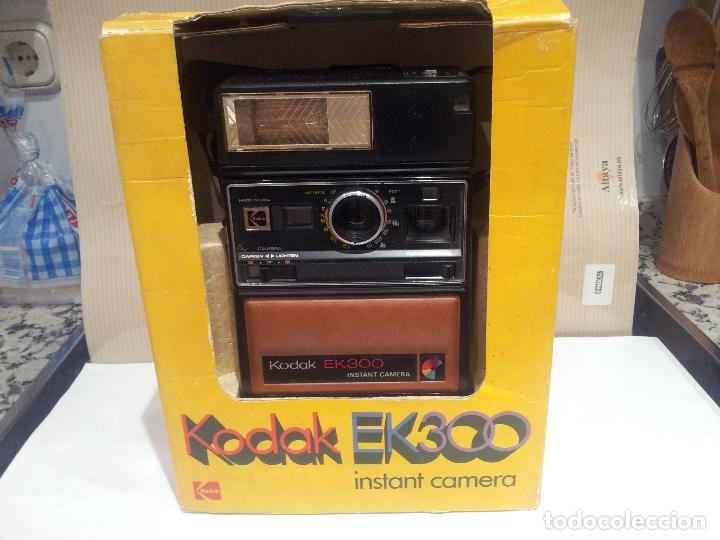 Cámara de fotos: camara de fotos kodak EK300 instant años 70 con su caja ver fotos - Foto 5 - 61429667