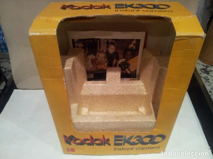 Cámara de fotos: camara de fotos kodak EK300 instant años 70 con su caja ver fotos - Foto 10 - 61429667