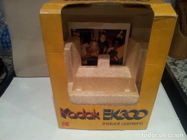 Cámara de fotos: camara de fotos kodak EK300 instant años 70 con su caja ver fotos - Foto 11 - 61429667