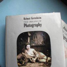Cámara de fotos: THE ORIGINS OF PHOTOGRAPHY - HELMUNT GERNSHEIM.- THAMES AND HUDSON. Lote 63414872