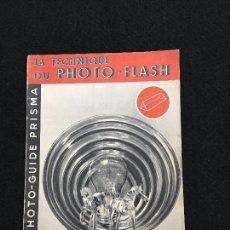 Cámara de fotos: MANUAL. LA TECHNIQUE DU PHOTO - FLASH. PHOTO - GUIDE PRISMA. PARIS,1952.. Lote 74300775