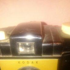 Cámara de fotos: KODAK BROWNIE. CON FUNDA. Lote 89012494