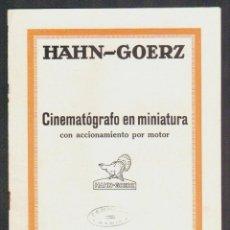 Cámara de fotos: CINEMATÓGRAFO EN MINIATURA CON ACCIONAMIENTO POR MOTOR.HAHN-GOERZ + 2 HOJILLAS.AÑOS 20S.. Lote 90562000