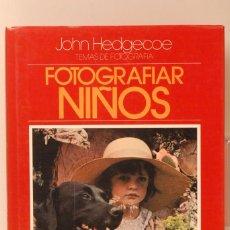 Cámara de fotos: LIBRO JOHN HEDGECOE FOTOGRAFIA NIÑOS. Lote 96147387