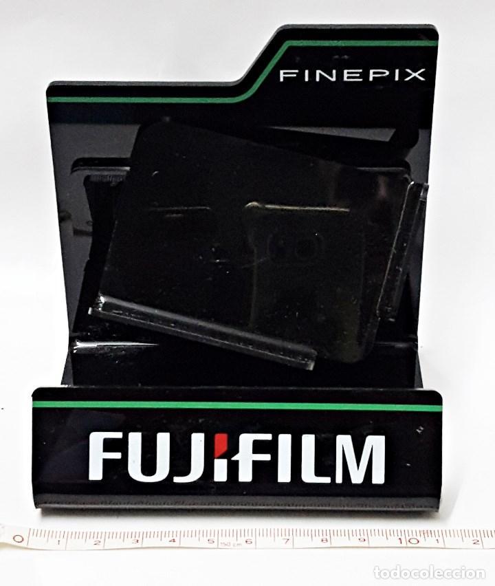 SOPORTE EXPOSITOR DE CAMARA FUJIFILM FINEPIX. (Cámaras Fotográficas - Otras)